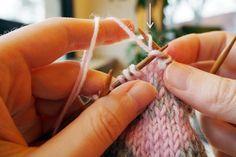 Langanjuoksujen sitominen kirjoneuleessa | Neulemedia Marimekko, Drop Earrings, Knitting, Crochet, Tricot, Breien, Drop Earring, Stricken, Ganchillo