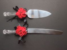 Poppy accents for cake cutting