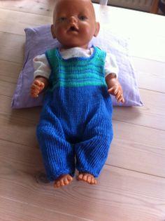udvikler strikkeopskrifter til tøj, til for tidligt fødte børn - her grundmodel til sparkedragt ...
