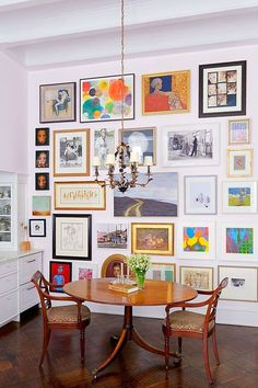 You can NEVER have too much art to hang! How to hang the perfect gallery wall. Gallery wall layouts are so beautiful but are so intimidating for the amateur interior designer. Here are our tips fro the perfect art photography wall Inspiration Wall, Interior Inspiration, Wall Design, House Design, Home And Deco, Cheap Home Decor, Interior And Exterior, Home Interior, Decoration