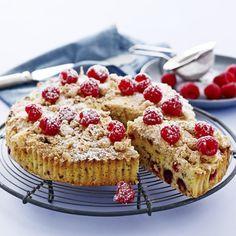 Hindbærkage med makroner og nødder (Recipe in Danish)