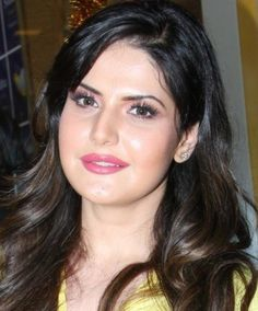 Beautiful Indian Actress, Beautiful Actresses, Beautiful Women, Zarine Khan, Bollywood Actress, Bollywood Fashion, Very Nice Pic, Indian Star, Beauty Advice