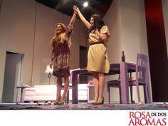 OBRA DE TEATRO, ROSA DE DOS AROMAS. Bajo la dirección del maestro José Solé, la puesta en escena Rosa de Dos Aromas, ha regresado con un éxito impresionante al escenario del Teatro 11 de Julio. Además de la magnífica actuación de dos grandes actrices mexicanas: Cynthia Klitbo y Raquel Garza, quienes protagonizan esta historia. #RaquelGarza