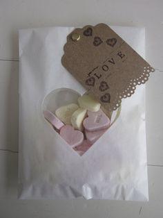 Favor bags!  Gebroken wit papieren zakjes met een hart venster set van 20 compleet met cellofaan zakjes --- Voor je bruiloft of verjaardagsfeest