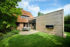 Studio als Holzriegel Garage Doors, Cabin, Mansions, Studio, Architecture, House Styles, Outdoor Decor, Home Decor, Timber Wood