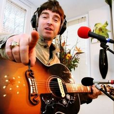 A young Noel Gallagher! Noel Gallagher Young, Gene Gallagher, Lennon Gallagher, Liam Gallagher Oasis, Oasis Live Forever, Oasis Music, Oasis Band, Let There Be Love, Liam And Noel