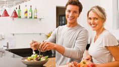 É possível fazer uma alimentação mais saudável através de pequenas alterações na forma de cozinhar.  Substituir alguns alimentos, temperos ou a forma como se confeciona os alimentos pode ser suficiente para que o que come seja menos calórico e mais equilibrado. #Hábitos_Alimentares_Saudáveis #truques #dicas #cozinha #alimentação #saudável