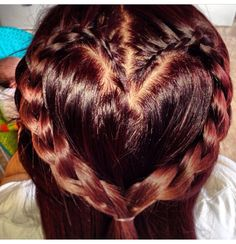 Cute hairstyle for a little girl!