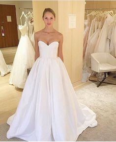Usually, the choice of bridal fabrics can easily be neglected by brides-to-be. Actually, bridal fabrics are closely related to the appearance and prices Bridal Gowns, Wedding Gowns, Pretty White Dresses, Wedding Dress Pictures, Knot Dress, Dream Wedding, Wedding Things, Ball Gowns, Dresses With Sleeves