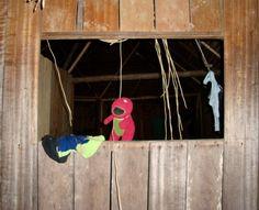 Barney colgando en una casa indígena ( Vichada)