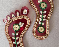 There is a listing for haldi kumkum holder. Kalash Decoration, Diwali Decoration Items, Thali Decoration Ideas, Rangoli Designs Flower, Rangoli Patterns, Colorful Rangoli Designs, Diwali Craft, Diwali Diy, Diwali Colours