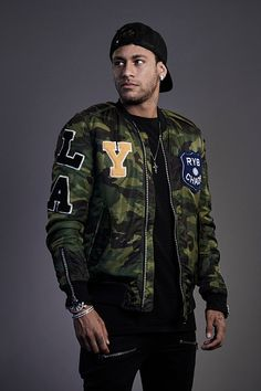 Neymar of Brazil poses during The Best FIFA Football Awards at The May Fair Hotel on October 23 2017 in London England Neymar Jr Wallpapers, Paris Saint Germain Fc, Neymar Football, Ankara Styles For Men, Football Awards, National Football Teams, Football Pictures, Best Player, Lionel Messi