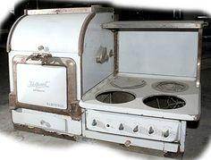 Antique electric range. Glad we have energy saver appliances now.