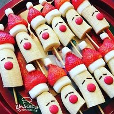 christmas food 10 Healthy Christmas Snacks that are perfect for your childs school party, or any festive occasion this holiday season. No sugar in these healthy Christmas snacks your little ones will love. Best Christmas Recipes, Christmas Party Food, Christmas Brunch, Xmas Food, Christmas Breakfast, Christmas Appetizers, Christmas Cooking, Christmas Goodies, Christmas Fun
