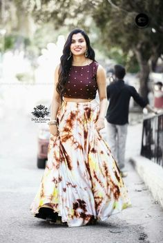 Buy Designer Indian Saree, Bollywood Collection of Anarkali Salwar Suits, Designer Gowns Lehenga Choli Designs, Kurta Designs, Half Saree Designs, Kurti Designs Party Wear, Party Wear Frocks, Party Wear Dresses, Frock Design, Indian Lehenga, Indian Designer Outfits