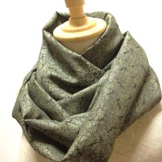Green infinity scarf Synthetic kimono fabric scarf  This scarf has torsion of 180 degrees. There is a three-dimensional impression at the time of