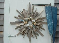 Driftwood wreath. Browse driftwood crafts on Completely Coastal: http://www.completely-coastal.com/search/label/Driftwood%20Crafts
