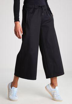 Tilaa ilman lähetyskuluja adidas Originals BRKLYN HEIGHTS - Verryttelyhousut  - black   74 7de82df3d2