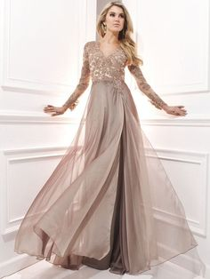 A-Line/Princess Long Sleeves V-neck Chiffon Applique Sweep/Brush Train Dresses