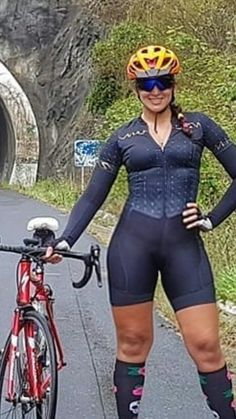 Cycling Hair Style Girl cool hair styles for girls short Cycling Girls, Cycling Wear, Cycling Outfit, Cycling Jerseys, Bicycle Women, Bicycle Girl, Fitness Factory, Bicycle Clothing, Sporty Girls