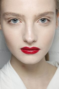 Minimal + Classic: bold red lip with natural make-up