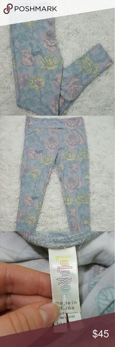 c74bc091bc4959 Lularoe Pastel Flowers Floral Leggings TC Light blue with flowers and vines  printed all over.