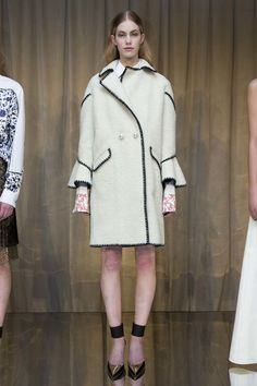 See the complete Huishan Zhang Fall 2016 Ready-to-Wear collection.