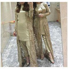 Pakistani Party Wear Dresses, Designer Party Wear Dresses, Pakistani Dress Design, Pakistani Outfits, Pakistani Frocks, Pakistani Casual Wear, Latest Pakistani Dresses, Latest Pakistani Fashion, Eid Outfits