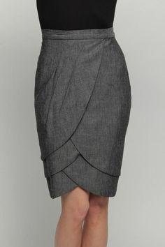 Eva Franco Petal Skirt - A non-basic basic gray pencil skirt Tulip Skirt, Dress Skirt, Mode Style, Style Me, Shorts E Blusas, Pretty Outfits, Cute Outfits, Diy Mode, Gray Skirt