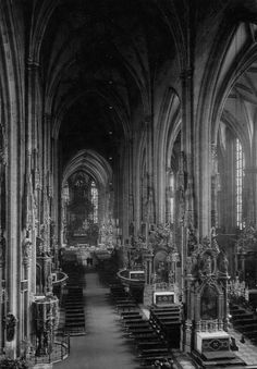 gothic architecture essay Gothic architecture was influenced by a previous genre known as romanesque romanesque had provided a basic architectural blueprint for all cathedral churches.