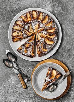 Rosh Hashaná por Andrea Kaufmann | A chef explica o significado dos alimentos do Rosh Hashaná e dá receitas especiais para a ocasião. #cozinhajudaica #roshhashana #chala #challah #gefiltefish #tzimmes #kneidlach #receitasroshhashana #roundchallah #chalaredonda #applepie #applecake #roshrashanareceitas #roshhashanahrecipes #roshhashanahdishes #jewishrecipes Couscous, Sweet Life, Waffles, Pie, Breakfast, Desserts, Food, Fish Cupcakes, Cook