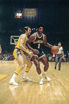 Pro Basketball, Basketball Legends, John Havlicek, Basket Nba, Moses Malone, Oscar Robertson, Kentucky Colonel, Nba Stars, Wnba