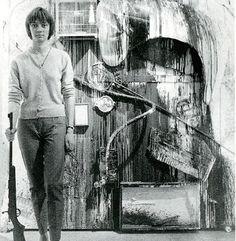 Niki de Saint Phalle  'shooting painting' 1961