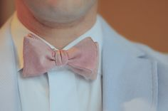 National Bow Tie Day is a day for the necktie that resembles a bow. The roots of the bow tie go back to the century, when Croatian mercenaries d… Dress For Success, Fashion Days, Autumn Fashion, Suit Fashion, 80s Fashion, Fashion Styles, Tie Day, Shirt And Tie Combinations, Smart Casual