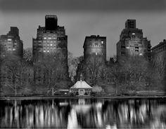 Le photographe Michael Massaia rend hommage à Central Park, avec une série photographique de ce lieu mythique.  Nommée « Deep In A Dream Central Park », la série présente le parc comme on ne la jamais vu, dans ses moments les plus calmes, vacants, la nuit. Il prend ses photos entre 2h et 6h du matin pour s'emparer des instants les plus envoûtants et mystiques. Toutes ses images sont des scènes « one shot » qu'il développe en grand format noir et blanc.