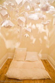 paper flower ceiling decor- image from designmom.com