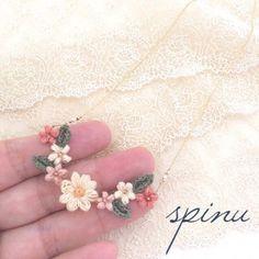 マーガレットと小花のパールネックレス pr