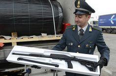 Trieste, sequestrati circa 800 fucili a pompa provenienti dalla Turchia e diretti in Belgio   Report Campania