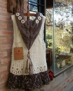 Muy buen lunes para las bellas mujeres que siguen la página!!! 🌞🌈🌞 A disfrutar el día!!!! 💫🌟🌠🌟💫 Alejandra y Claudia somos Warawa Tejidos a mano y con amor 💝💞💝 Crochet Coat, Crochet Shawl, Cardigan, Knitwear, Knitting Patterns, Vest, Boho, Sweaters, How To Wear