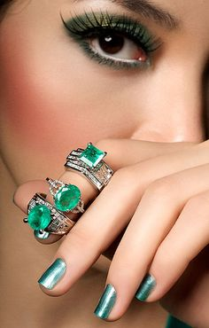 emerald eyes and nails #mirabellabeauty #emerald