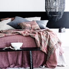 Wie Die Schlafzimmerwand Streichen? Navy An Der Wand Sorgt Auch Im  Schlafzimmer Für Eine Ruhige