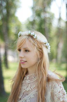 Corona de flores blancas cerrada y con cinta de por Georgina41
