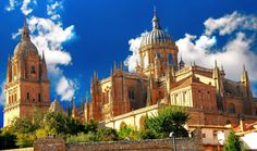 Salamanca has a great history & monuments to visit. Lets wander the amazing tourist destinations in Salamanca. Travel Guide in Salamanca by TravDuck . Cool Places To Visit, Places To Go, Sightseeing Bus, Monuments, Seven Wonders, Old City, Study Abroad, World Heritage Sites, Barcelona Cathedral