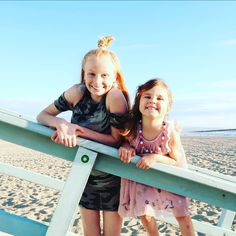 """Fizz Sisters on Instagram: """"🌴🌊🌞❤"""" Maddie Zeigler, Youtube Stars, Ariana Grande, Youtubers, Famous People, Sisters, Guys, Life, Instagram"""