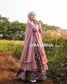 Model Gamis Lyra Virna Syar'i Terbaru Hijab Style Dress, Hijab Chic, Abaya Fashion, Women's Fashion Dresses, Muslimah Clothing, Moslem Fashion, Hijab Style Tutorial, Muslim Dress, Mode Hijab