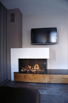 Wohnzimmer Hout en Haard can supply gas fireplaces with an open or closed system Know Your Air Condi Home Fireplace, Modern Fireplace, Living Room With Fireplace, Fireplace Design, Living Room Decor, Gas Fireplaces, Living Room Tv Unit Designs, Built In Furniture, Interior Design Living Room