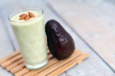 Groene smoothie van avocado en banaan Avocado – 1 Banaan – 2 Amandelen – handje Melk – 300 ml Juice Smoothie, Smoothie Drinks, Smoothie Recipes, Low Carb Smoothies, Breakfast Smoothies, Healthy Juices, Healthy Drinks, Healthy Food, Healthy Recipes
