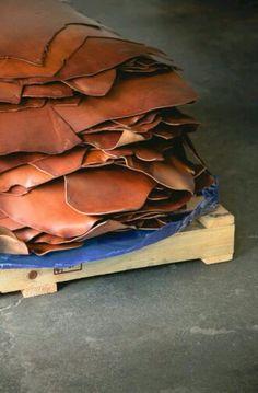 #tanneryirimagzi #vegetabletannedleather #thoroughbredleather #vegleather #tannerie #tannery #leatherwork #veg #leathercraft #leathercrafts #leather #handmade #saddlery #turkey #vegetabletanningmethods