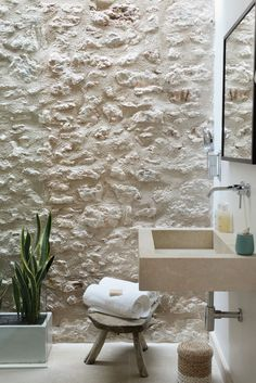 Cal Reiet is a luxury hotel in Mallorca. Discover the best service and facilities in this luxury hotel in Mallorca. Rustic Bathroom Designs, Rustic Bathrooms, Bathroom Interior Design, Vintage Bathrooms, Villa Design, Modern House Design, Design Hotel, Hotel Mallorca, Natural Bathroom