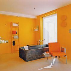 Salle de bain jaune : faire rayonner sa déco